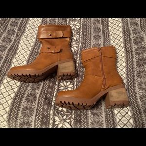 Mudd boots hardly worn. Cute brown fall boots